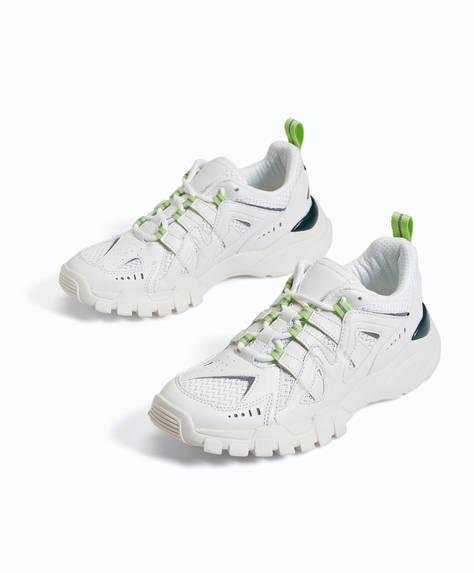 Chaussures de sport avec détails colorés