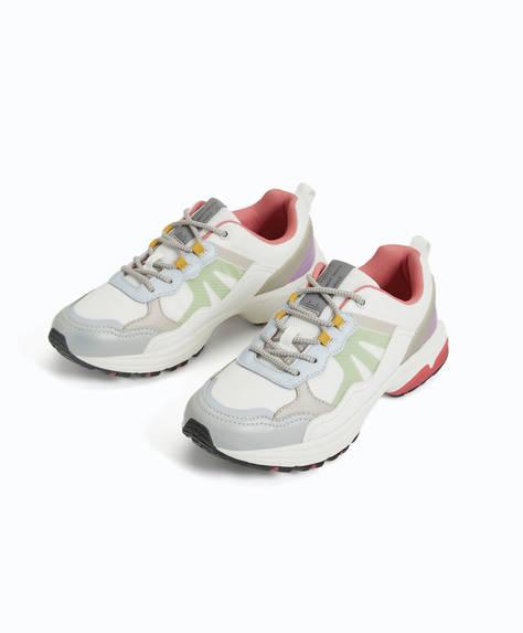 Chaussures de sport avec pièces de couleurs
