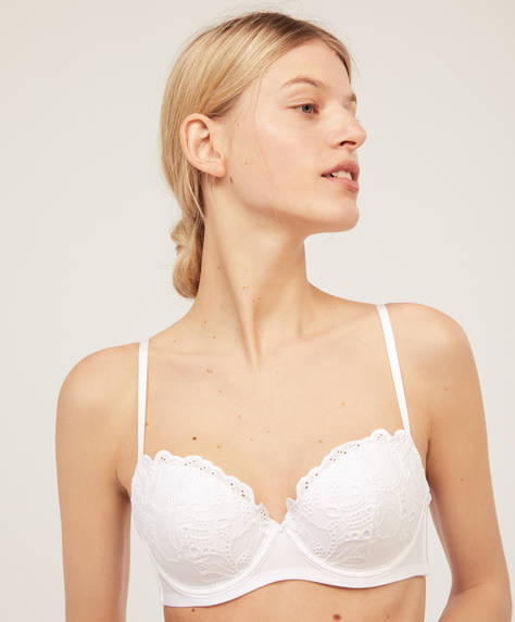 Lightly padded bra with cutwork