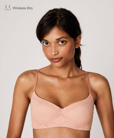 Non-wired all-over lace microfibre bra