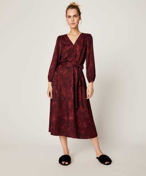 Платье с поясом и змеиным принтом