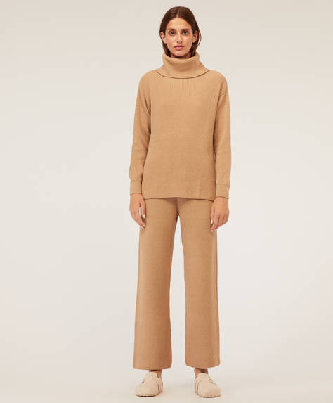 Wide-leg ribbed trousers