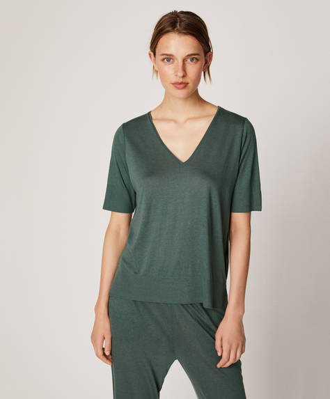 Green short-sleeved T-shirt