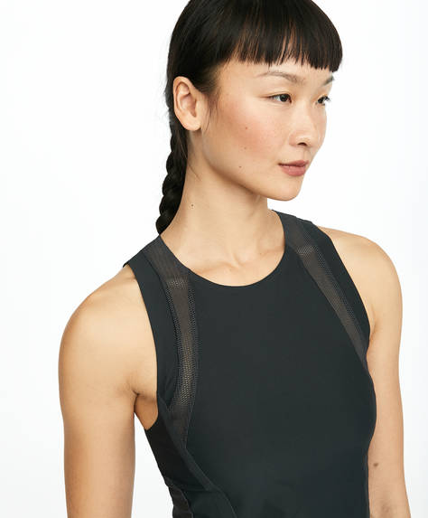 Cropped vest top. Mesh details on the front at the sides and at the back.