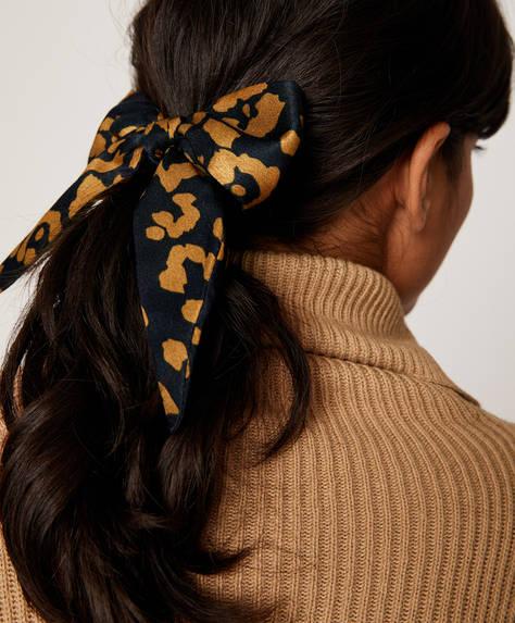 Fiyonklu, desenli saç tokası