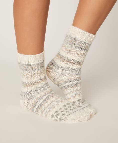 1 pair of neutral jacquard socks