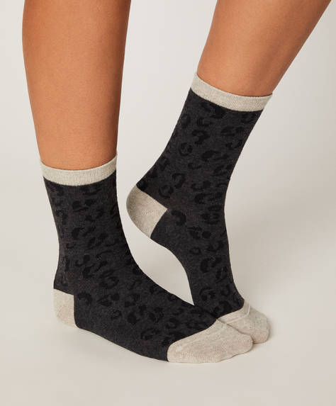 1 pair of animal print socks