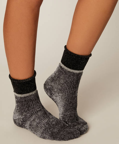 1 pair of fleece socks.
