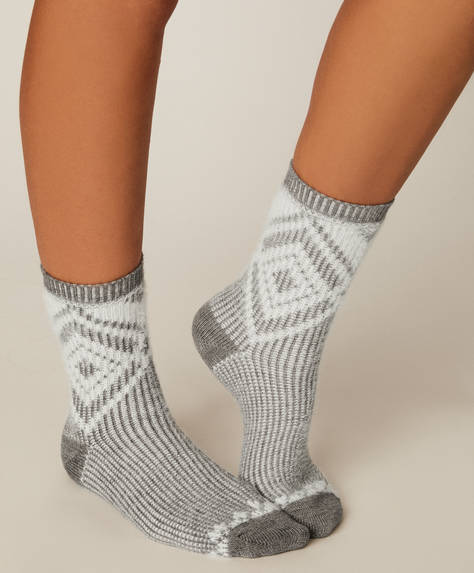 1 pair of diamond pattern jacquard socks