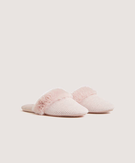 Slippers with furry cuffs