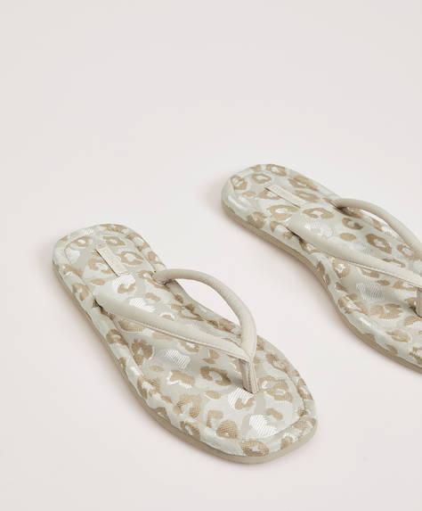 Sandalia de casa print leopardo