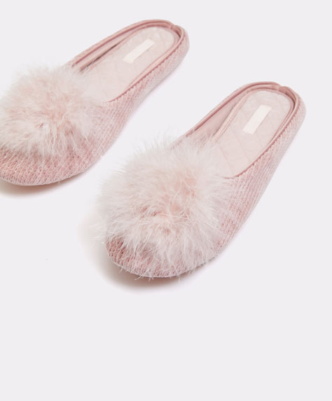 Wool-effect slippers with pompom