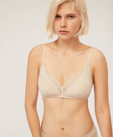 Non-wired triangle lace bra