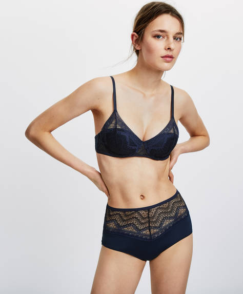 Lightly-padded bra with geometric lace