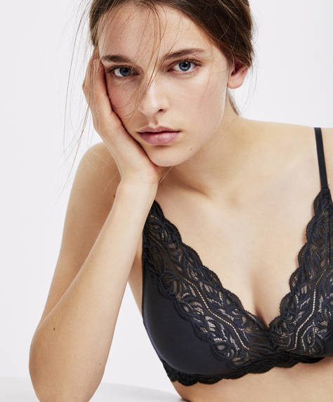 Triangle bra with lace