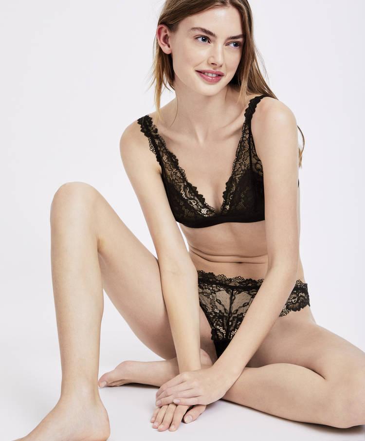 aa1404dba4239 Lace halterneck bra - Essential lace - Basics - Lingerie | Oysho México