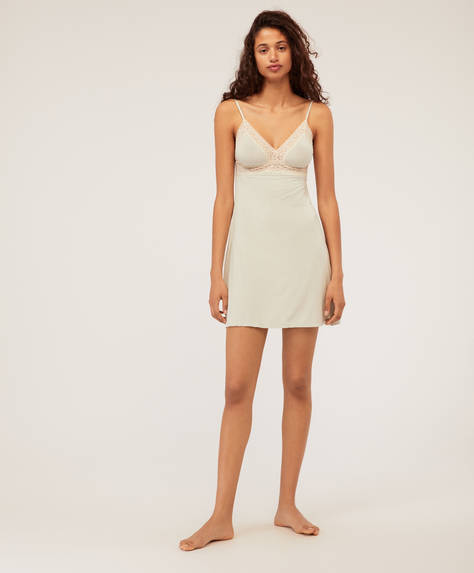 Short nightdress with Valenciennes lace