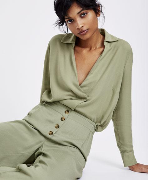 Однотонная рубашка зеленого цвета