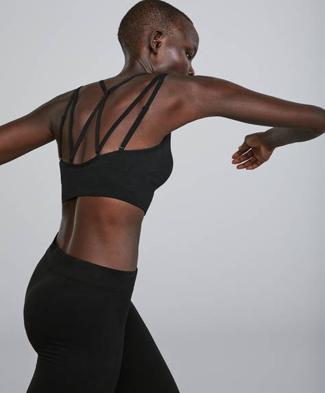 Seamless multiway bra
