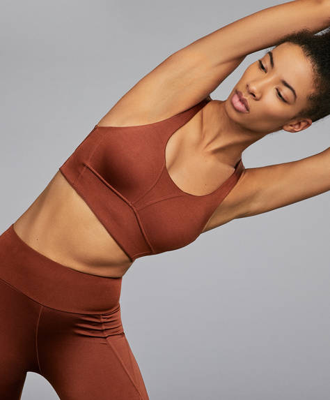 Strappy sports top with back fastening