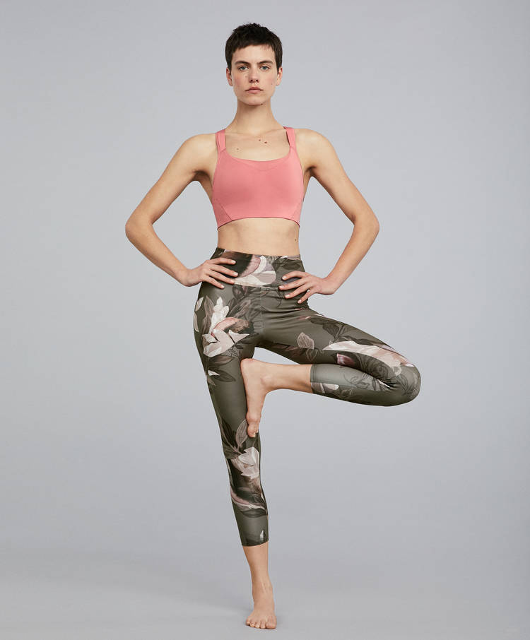9e94bf7ee Sport bras - Yoga - Pilates - By Sport - OYSHO SPORT