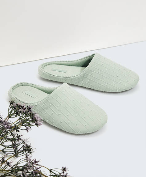 Embroidered fabric slippers
