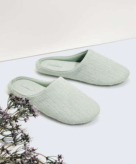Тапочки из ткани с вышивкой