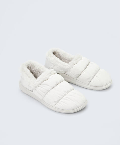 Closed nylon slippers