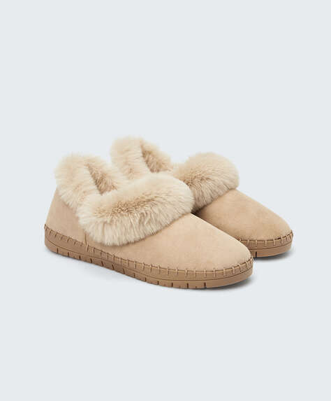 Closed slipper with flexible sole