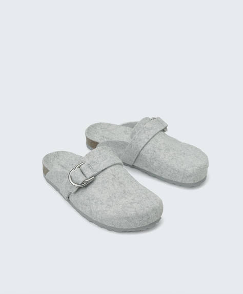 Buckled felt slippers