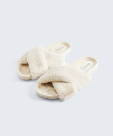 Sandales croisées fausse fourrure