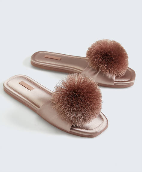 Sateen pompom slides