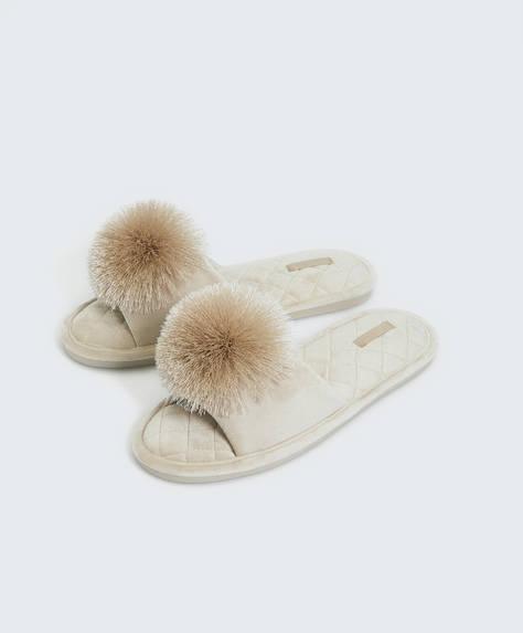 Sandales à pompon en satin