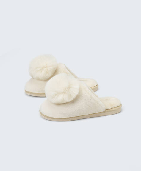 Fluffy pom pom slippers