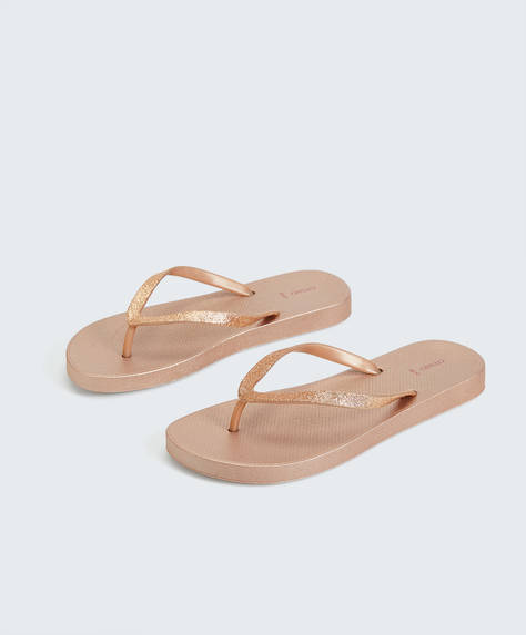 Metallic strap beach sandals
