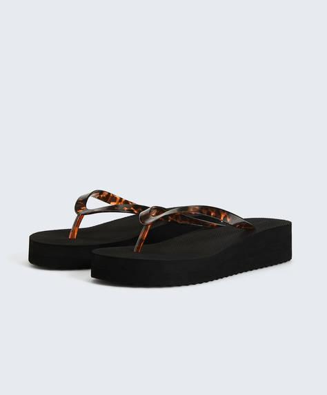 Print beach sandals