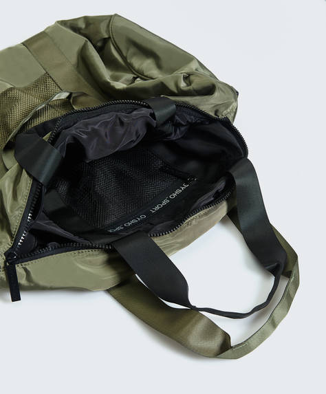 Reversible gym bag