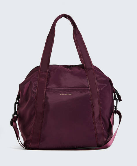 Sports bag with contrasting zip