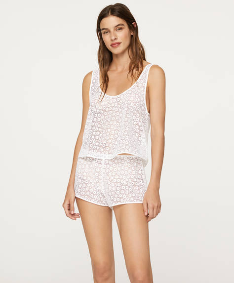 Lace fabric shorts with ditsy floral details. Stretch waistband.