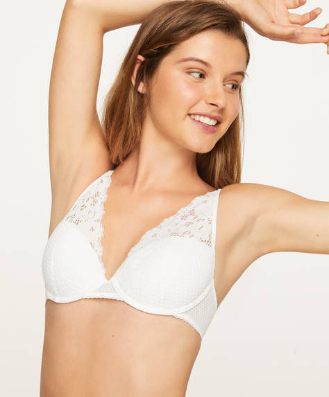 Lightly padded bra with lace appliqué