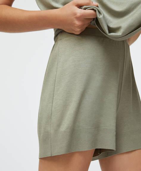 Pantaloni corti verdi tinta unita