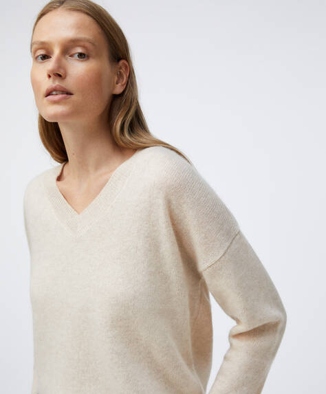 100% cashmere V-neck jumper