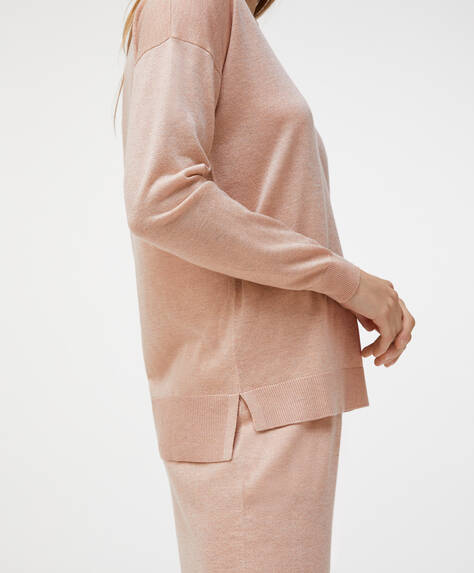 Sweater med V-udskæring i finstrikket stof med metalliseret finish