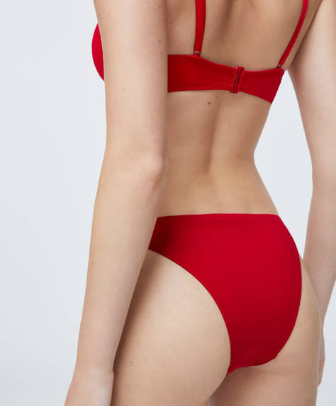 Brazilian bikini briefs with elasticated waistband. Recycled polyamide fabric.