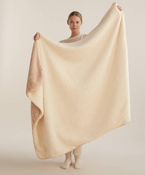 Tæppe i imiteret lammepels