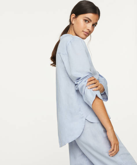 Long-sleeved shirt with button fastening. Plain blue linen and viscose fabric.
