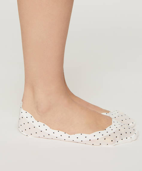 2 pairs of dotty footsies