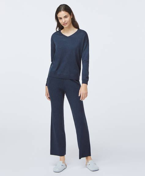 Ribbed fine-knit straight-leg trousers with elasticated waist. Side pockets.