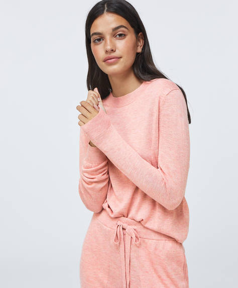 Fine-knit jumper with long cuffed sleeves and round neck.