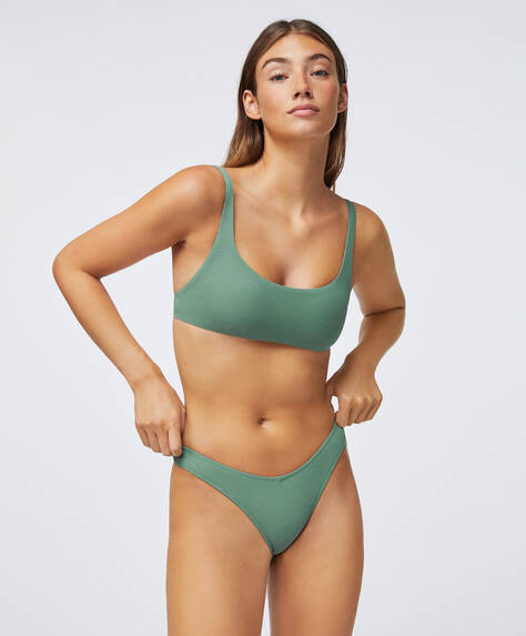 Total colour high-leg Brazilian bikini briefs with V-cut front. Structured recycled polyamide fabric.